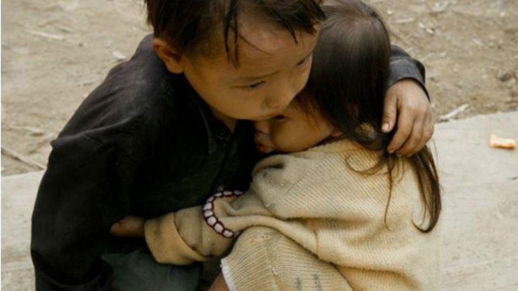 Foto viral de irmãos 'de terremoto no Nepal' foi tirada em 2007 no ...