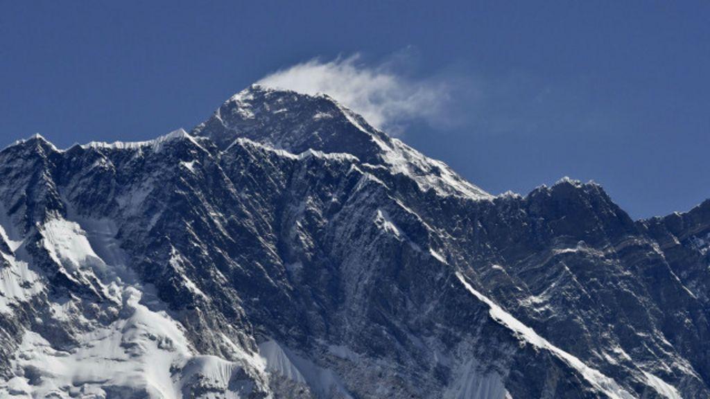 Himalaias 'encolhem' após terremoto no Nepal - BBC Brasil