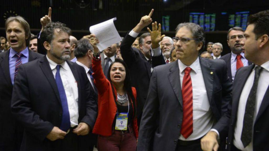 Câmara aprova doações de empresas a partidos e fim da reeleição ...