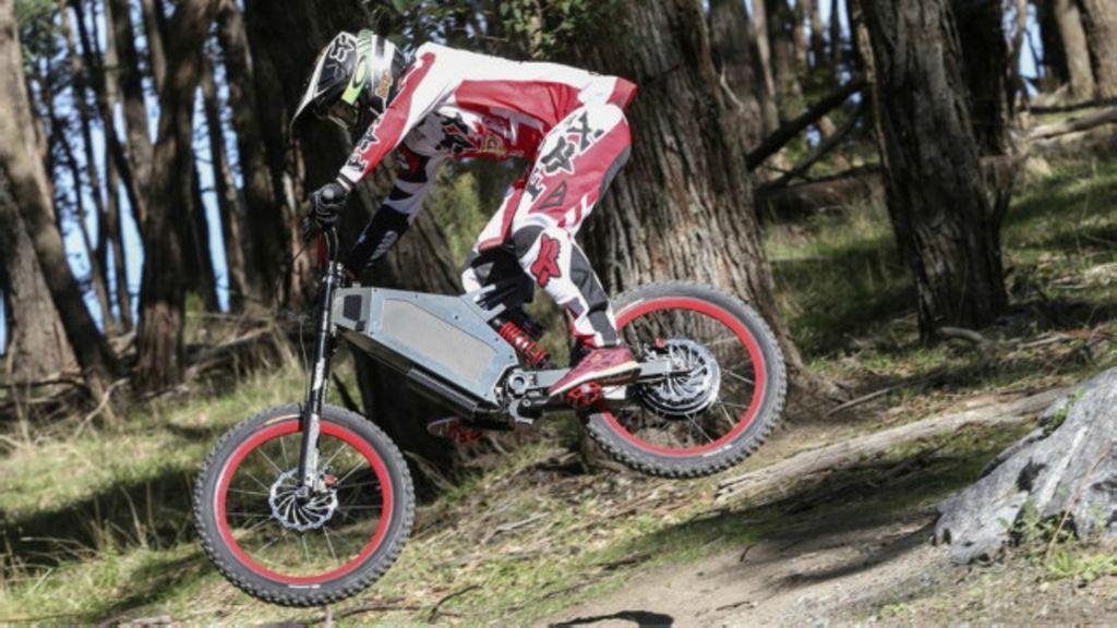 Australiano faz sucesso com bike elétrica radical de motor potente ...