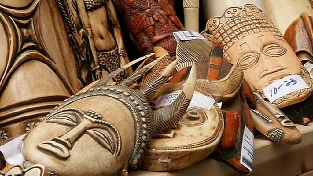 Protesto em NY destrói marfim contra comércio ilegal - BBC Brasil