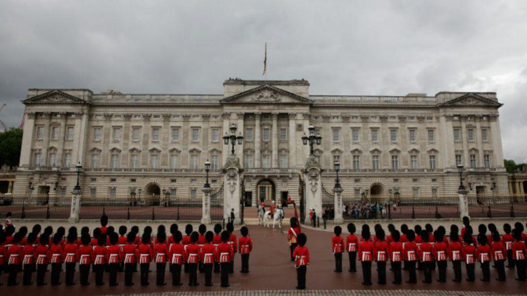 Reforma de encanamento pode tirar rainha do Palácio de ...