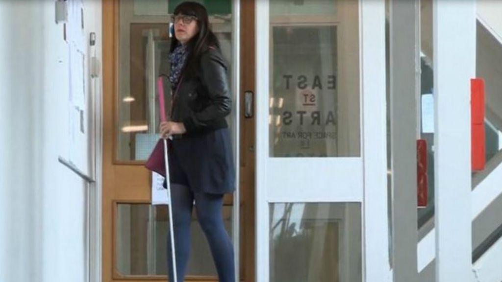 O drama da perda de visão após a surdez - BBC Brasil