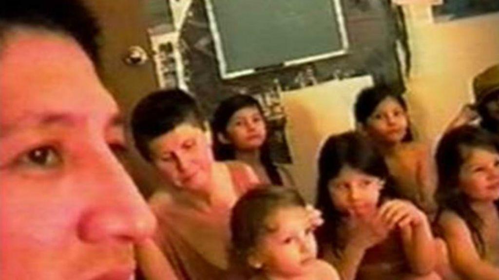 Os 7 irmãos que viveram trancados em apartamento de NY e viam ...