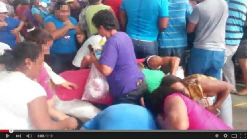 Nas redes sociais, venezuelanos compartilham vídeos de saques a ...