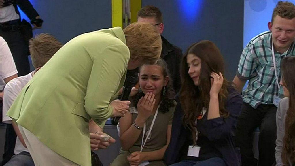 Resposta de Merkel leva menina palestina às lágrimas - BBC Brasil