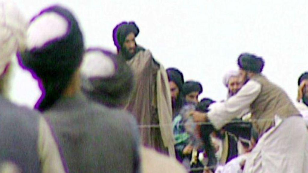 À BBC, porta- voz afegão confirma morte de mulá Omar, aliado nº 1 ...