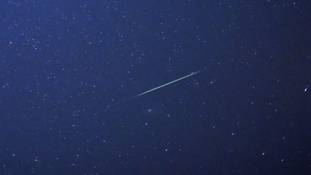 Imagens mostram chuva de meteoros em 60s - BBC Brasil