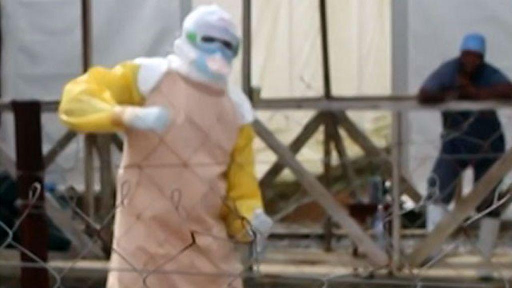 Médicos comemoram fim do ebola com dança - BBC Brasil
