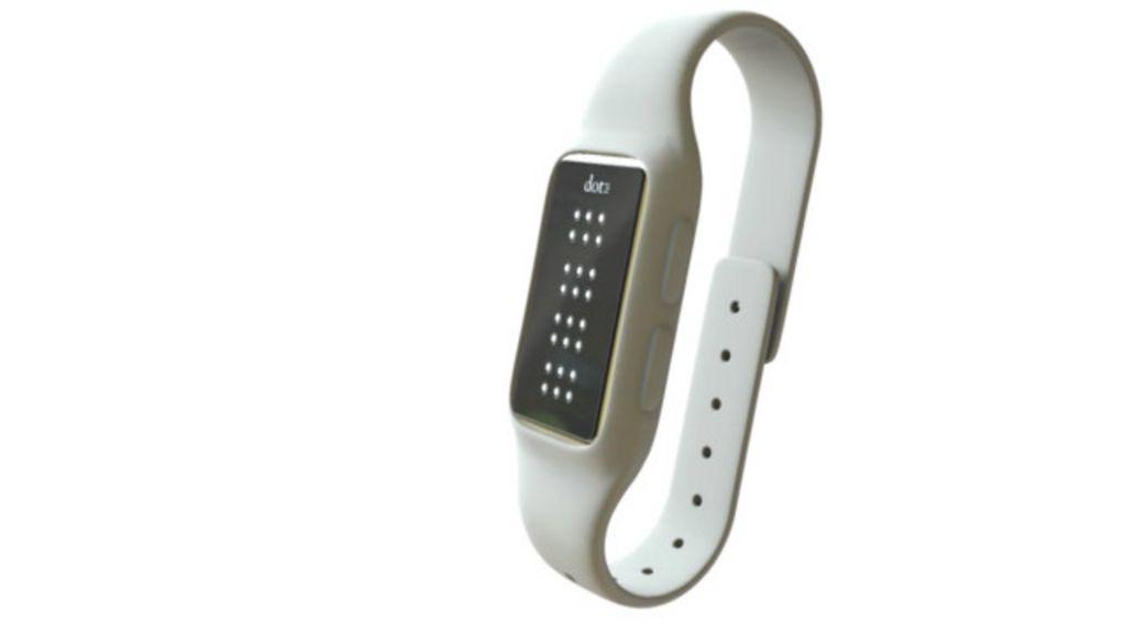 Relógio busca ajudar deficientes visuais a ler mensagens de texto ...