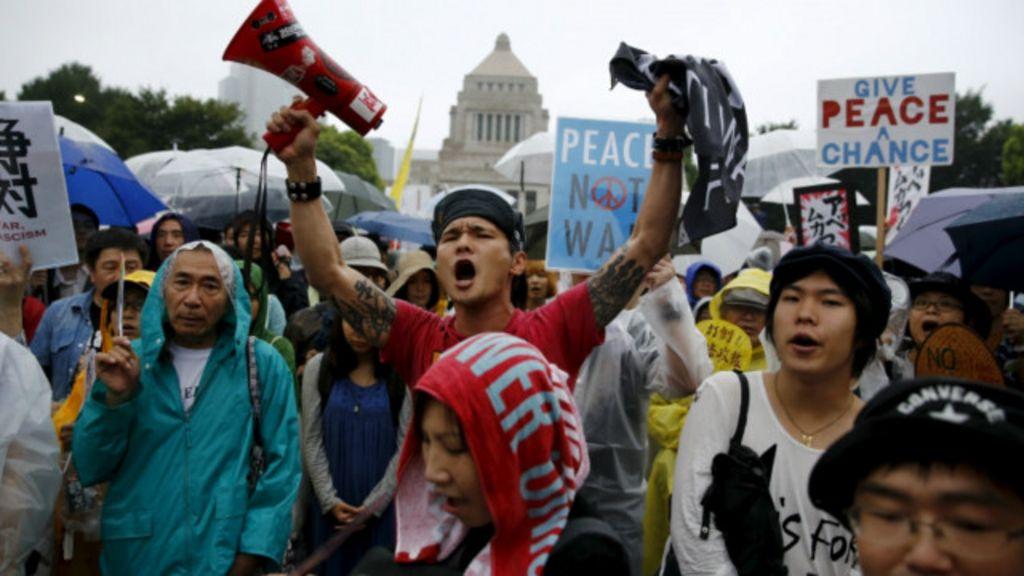 احتجاجات في اليابان ضد قانون بشأن انتشار الجيش