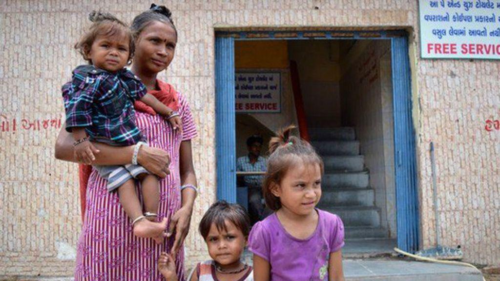Para coibir defecação ao ar livre, Índia remunera crianças que usam ...