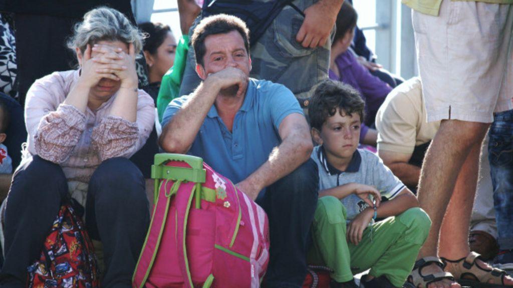 Barracas, tensão e caos: odisseia de imigrantes em botes de ...