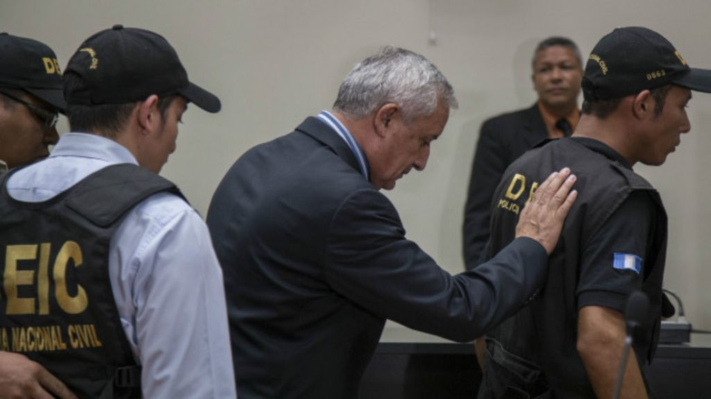 Justiça determina prisão de presidente da Guatemala - BBC Brasil