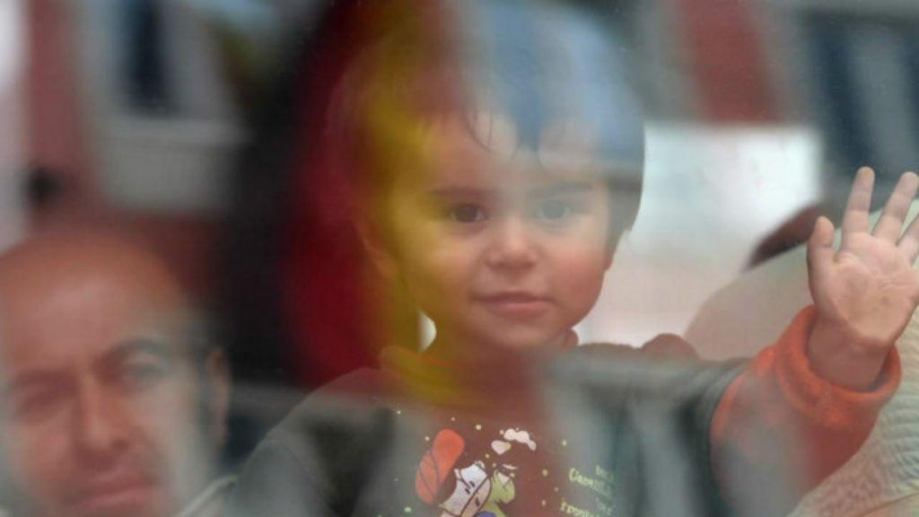 Vídeo acelerado mostra chegada de milhares de sírios durante 48h ...