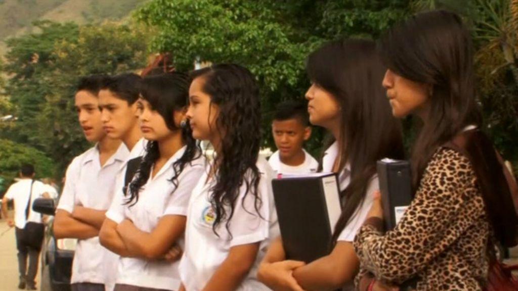 Escola em Honduras tem 23 pares de alunos gêmeos - BBC Brasil