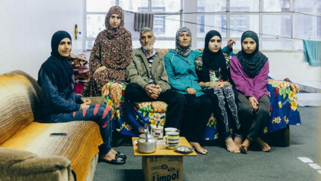 Refugiados da Síria dividem prédio com sem-teto em SP - BBC Brasil