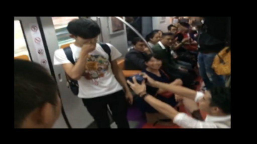 Pedido em vagão de metrô esquenta debate sobre casamento gay ...