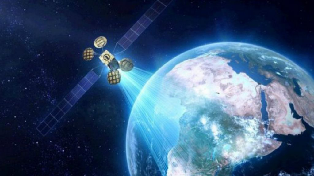 Facebook planeja lançar satélite para levar internet a partes ...