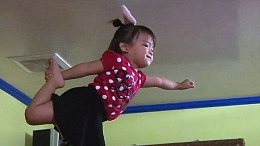 Filipina de 2 anos faz sucesso online em vídeos de 'cheerleader ...