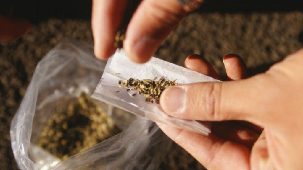 Legalização da maconha poderia render milhões, diz relatório do ...