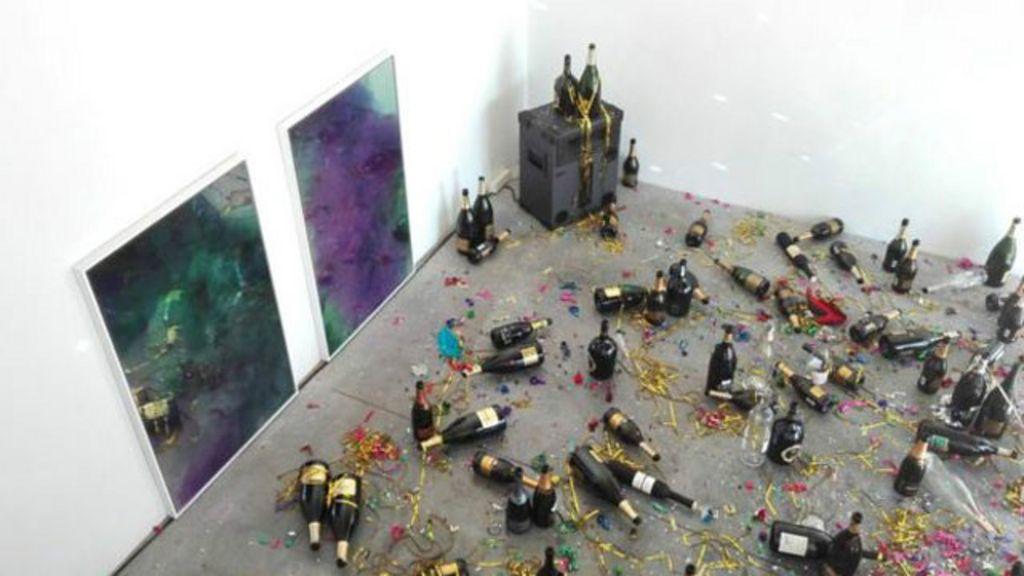 Faxineira confunde obra de arte com sujeira pós-festa e 'faz limpeza ...