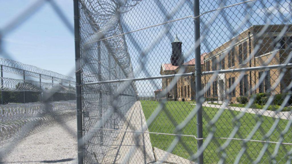 Por que os EUA libertaram mais de 6 mil presos - BBC Brasil