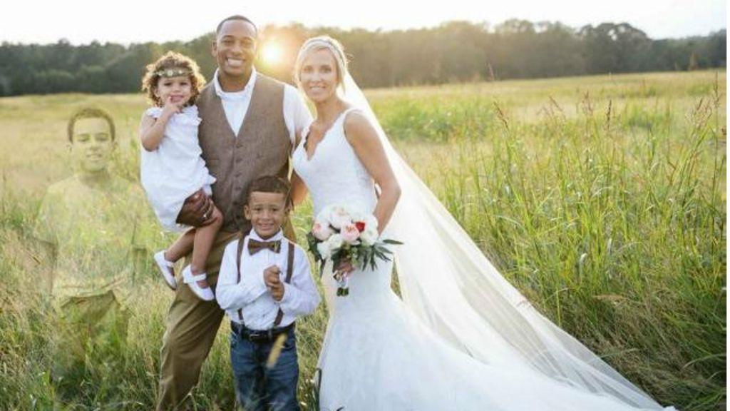 Mãe inclui imagem de filho morto em foto de casamento e causa ...