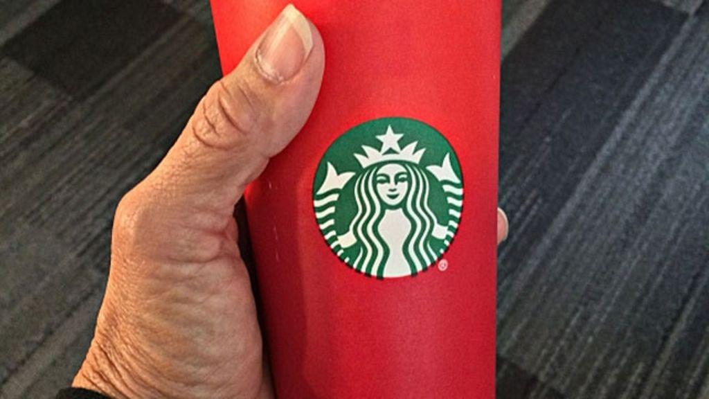 Por que os copos de Natal do Starbucks estão sendo chamados de ...