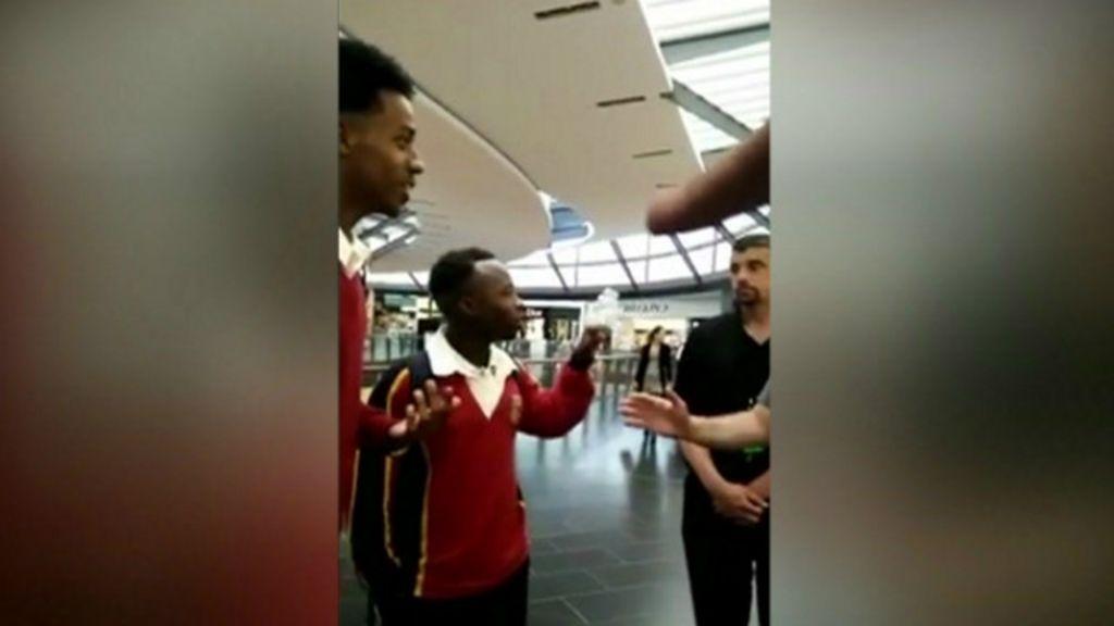 Apple se desculpa após expulsar alunos negros de loja - BBC Brasil