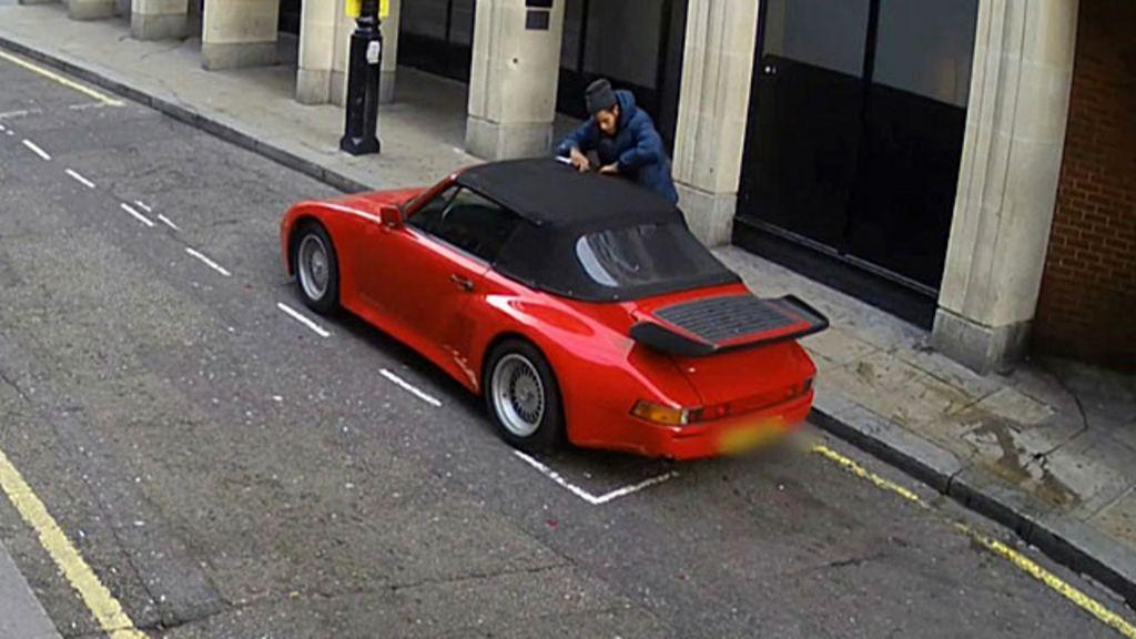 Ladrão de carro corta capota para entrar em Porsche conversível ...