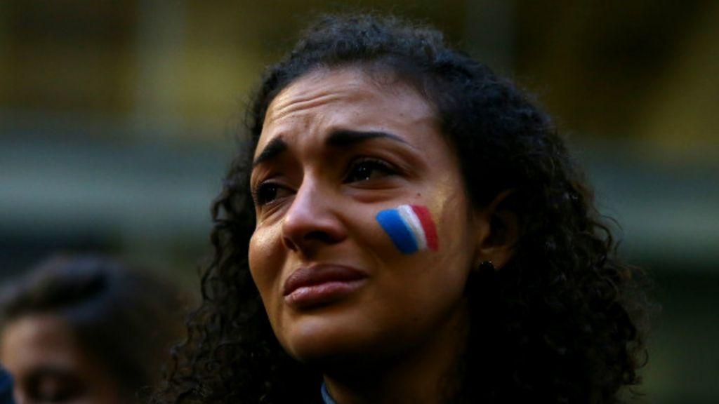 Em imagens: Paris acorda de pior pesadelo desde 2ª Guerra - BBC ...