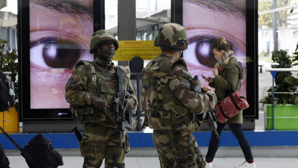 Ataques em Paris: 'Estado Islâmico' muda de tática - BBC Brasil
