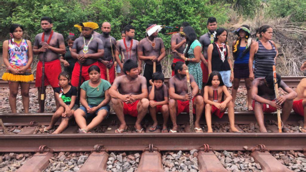 Índios fecham ferrovia da Vale em MG em protesto contra 'morte de ...
