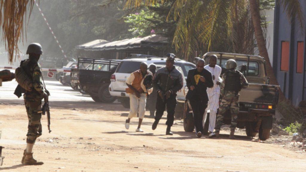 Acaba o cerco ao hotel no Mali: ao menos 18 morreram - BBC Brasil