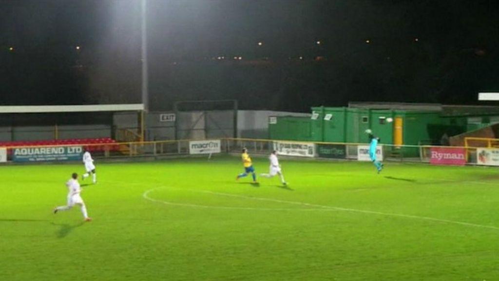 Rajada de vento ' marca' gol bizarro em jogo na Grã-Bretanha - BBC ...