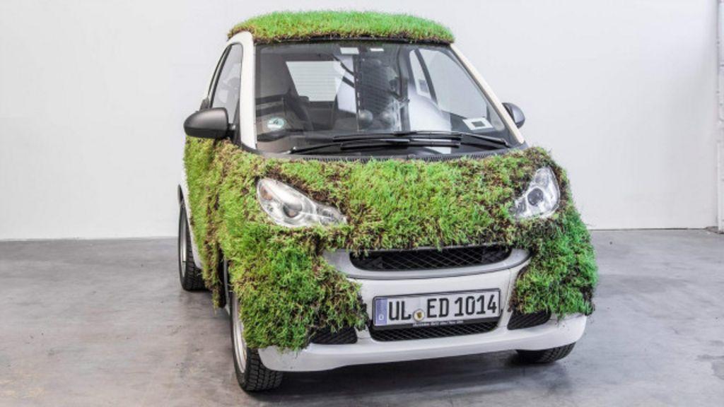 Contra poluição, alemães testam carro coberto de grama - BBC Brasil