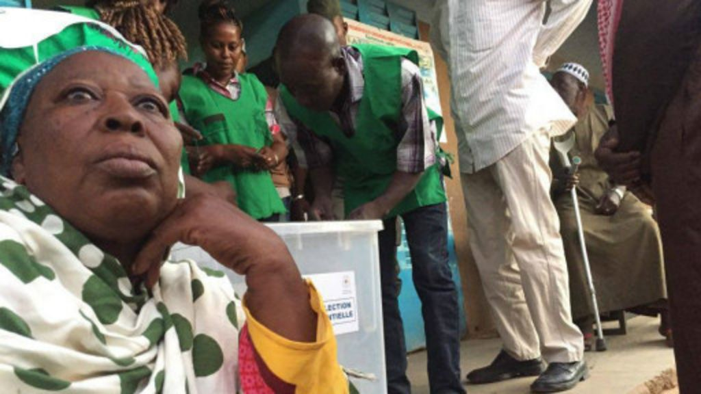 Burkina attente des r sultats bbc afrique - Les bureaux de vote ferme a quel heure ...