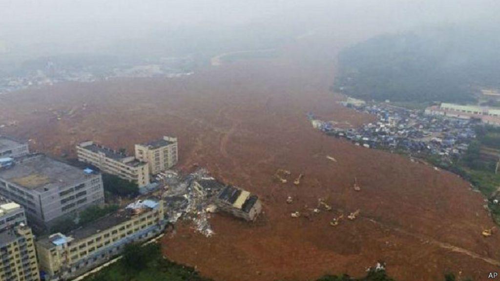 Lama de parque industrial soterra prédios na China; equipes ...