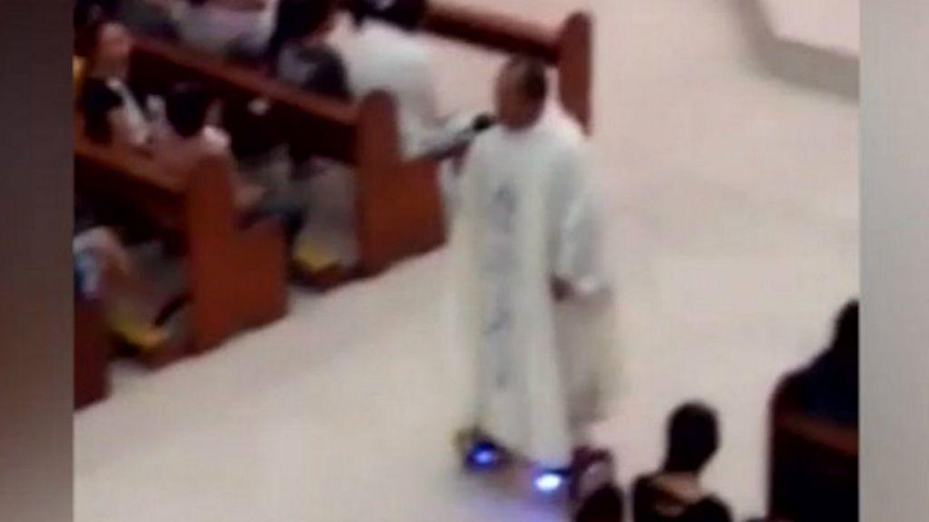 Padre recebe punição após celebrar missa em hoverboard BBC Brasil