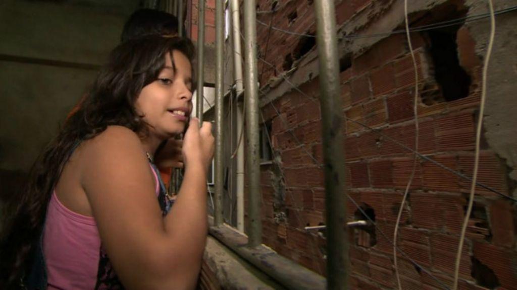 A vida de estudante numa das áreas mais violentas do Rio - BBC ...