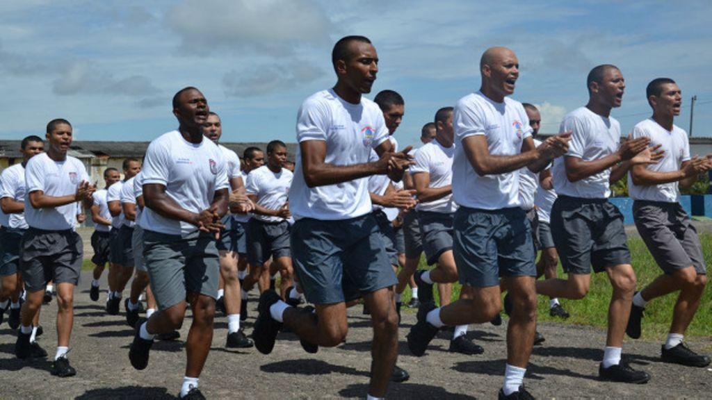 'Rituais de sofrimento' em treinamento alimentam violência policial ...