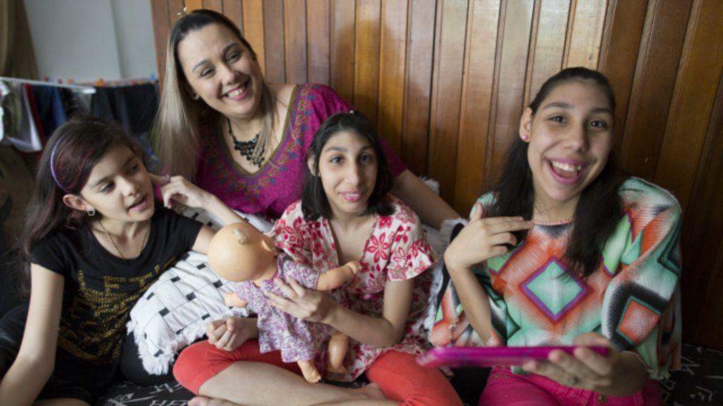 Mãe de adolescentes com microcefalia ajuda nova geração a ...