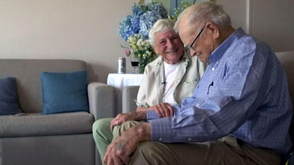 Namorados separados no pós-guerra têm reencontro emocionante ...