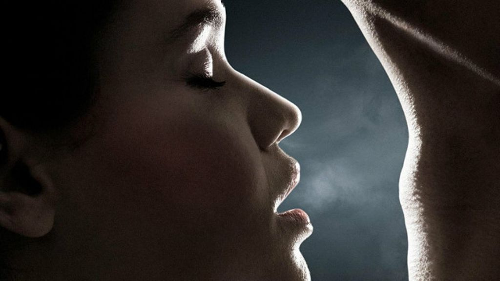 как понюхать свой запах изо рта