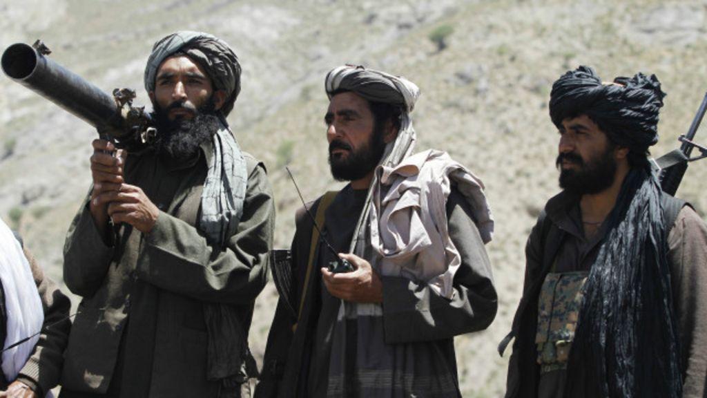 Taliban otobüslerin yolunu kesip 16 yolcuyu öldürdü