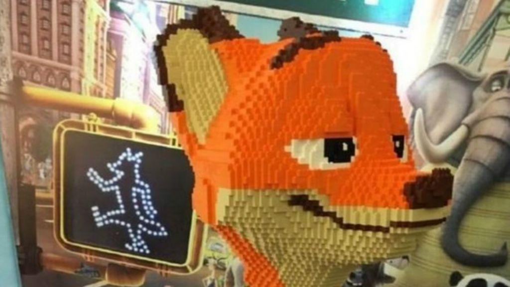 Ni o destruye en segundos escultura de lego que cost us - Piezas lego gigantes ...