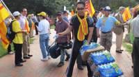 Việt Kiều Mỹ chuẩn bị cho một cuộc biểu tình chống cộng sản
