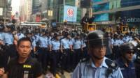 警方防線推進
