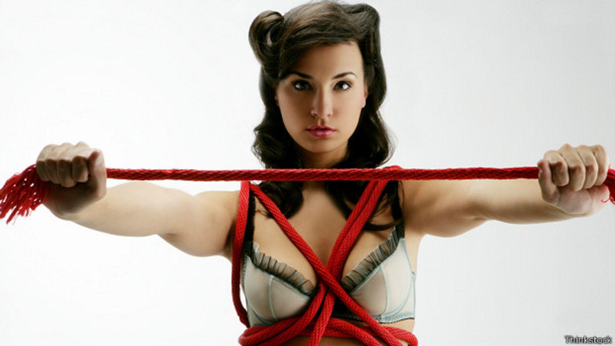 Женщина с веревкой